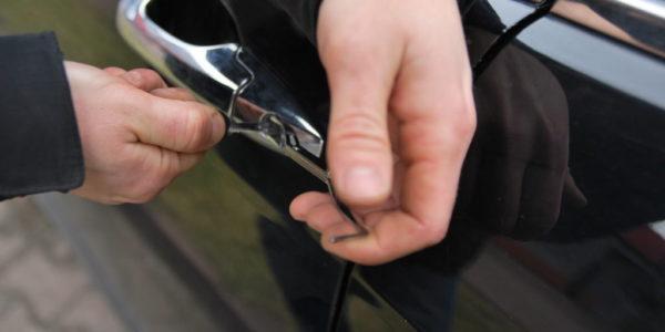 Otwieranie auta bez klucza